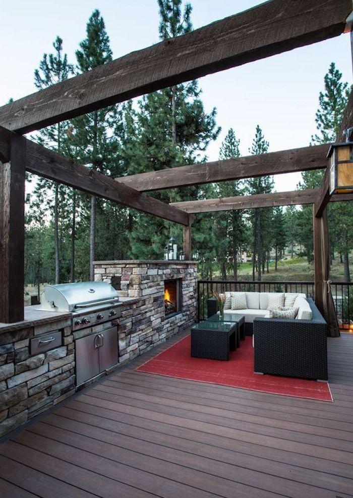 un exemple de deco veranda moderne avec un canapéen raton noir et un cuisine en pierre naturelle