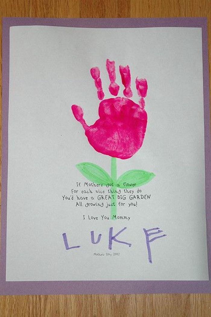 une idée de carte pour la fete des meres avec empreint de la main d un enfant