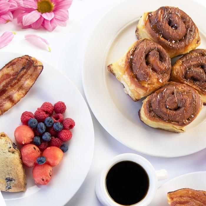 une idée de dessert facile et rapide et original pour la pete des meres des patisseries et une tasse au café