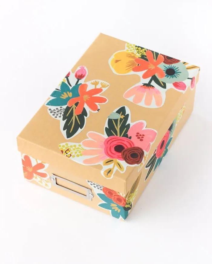 boite carton personnalisée serviette motifs floraux technique découpage mod podge activité fête des mères