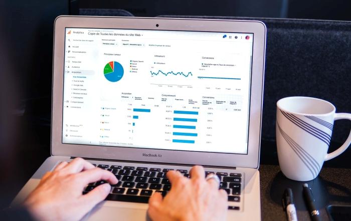 business en ligne ecommerce vente distance dropshipping fournisseur entrepreneur ordinateur portable