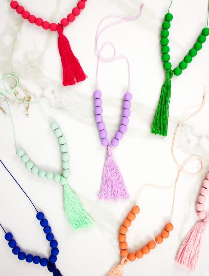 cadeau a faire soi meme accessoires de mode diy colliers bracelets fil perles de bois colorées