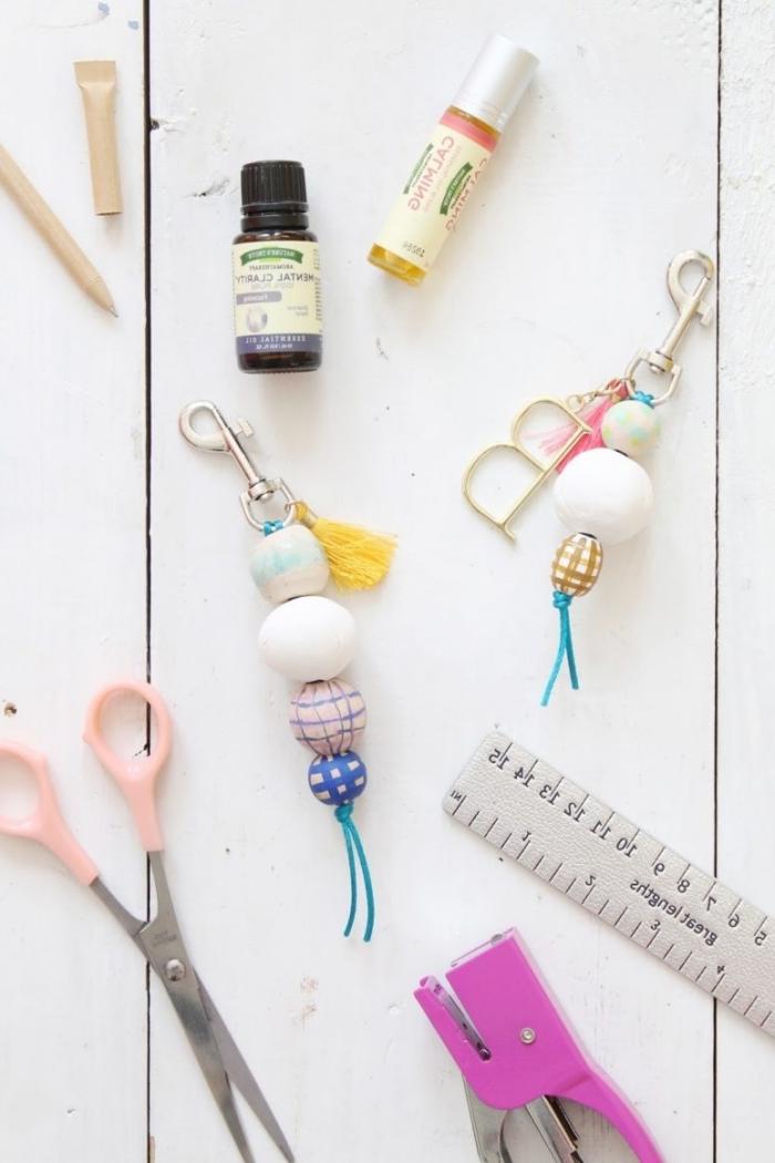 cadeau a faire soi meme facile accessoires bijoux diy perles bois peinture ciseaux regle bricolage ado facile