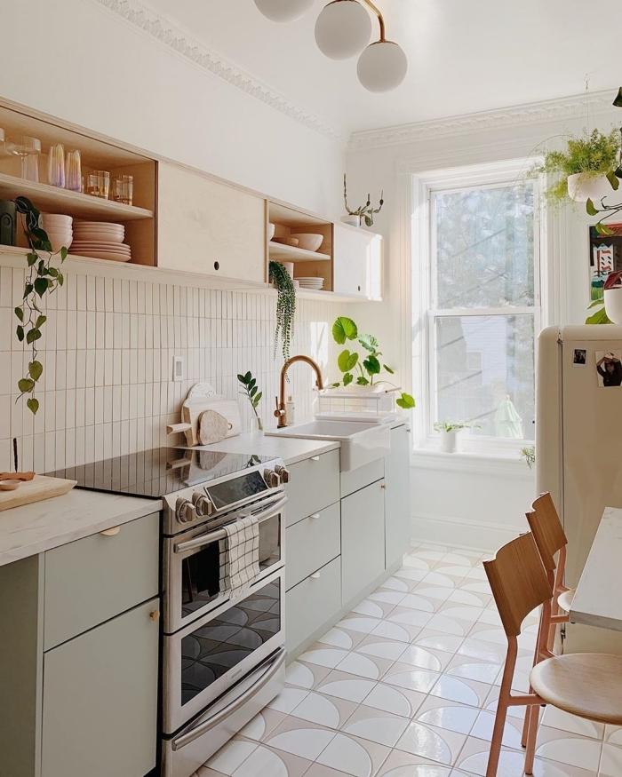 carrelage sol blanc deco boheme chic porte meubles bas vert mat plan de travail marbre
