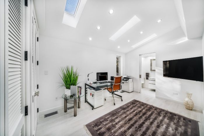 choisir du mobilier adapté pour son home office ou pour le bureau d entreprise aménagement bureau élégant en blanc