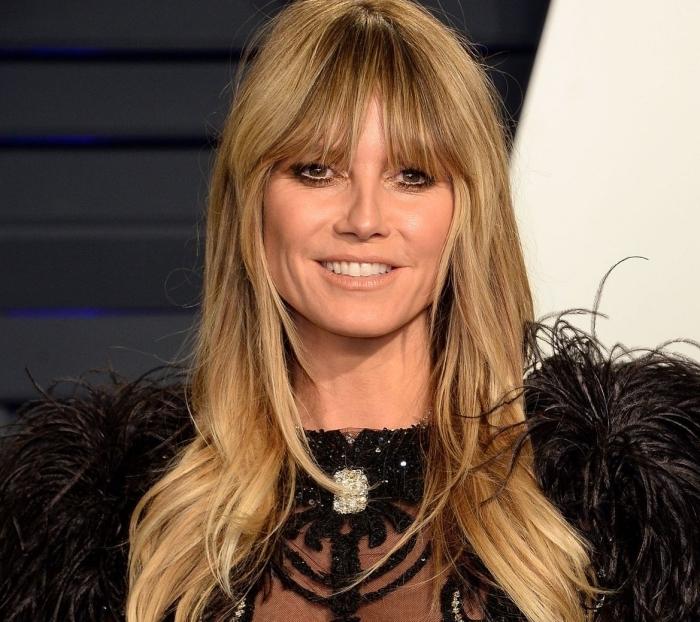 coiffure célébrité cheveux lâchés ondulations wavy cheveux long frange rideau coloration blonde