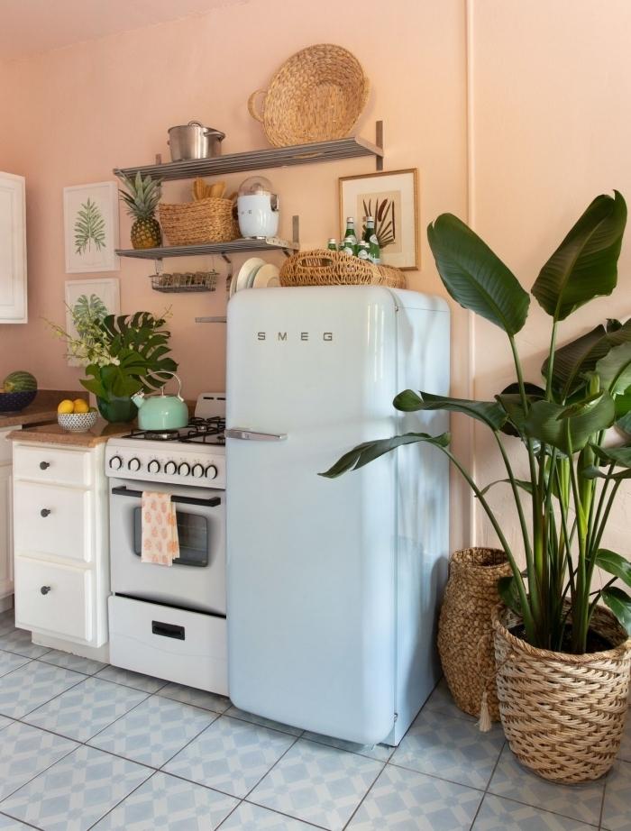 déco petite cuisine en l cache pots tressé plantes vertes style boho rangement mural cuisine