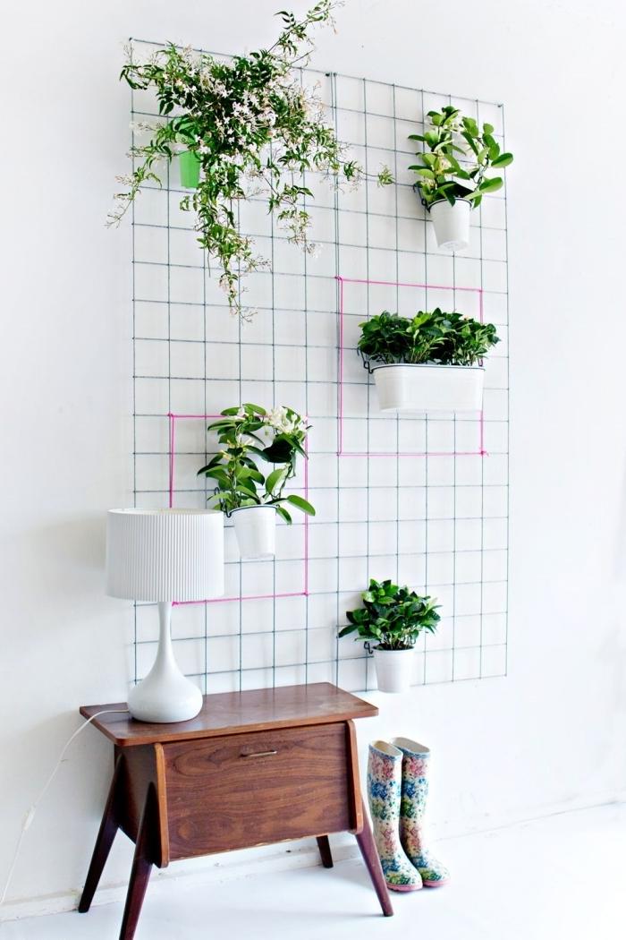 decoration murale fleur meuble bois lampe blanche grillage métal crochets jardinière blanches