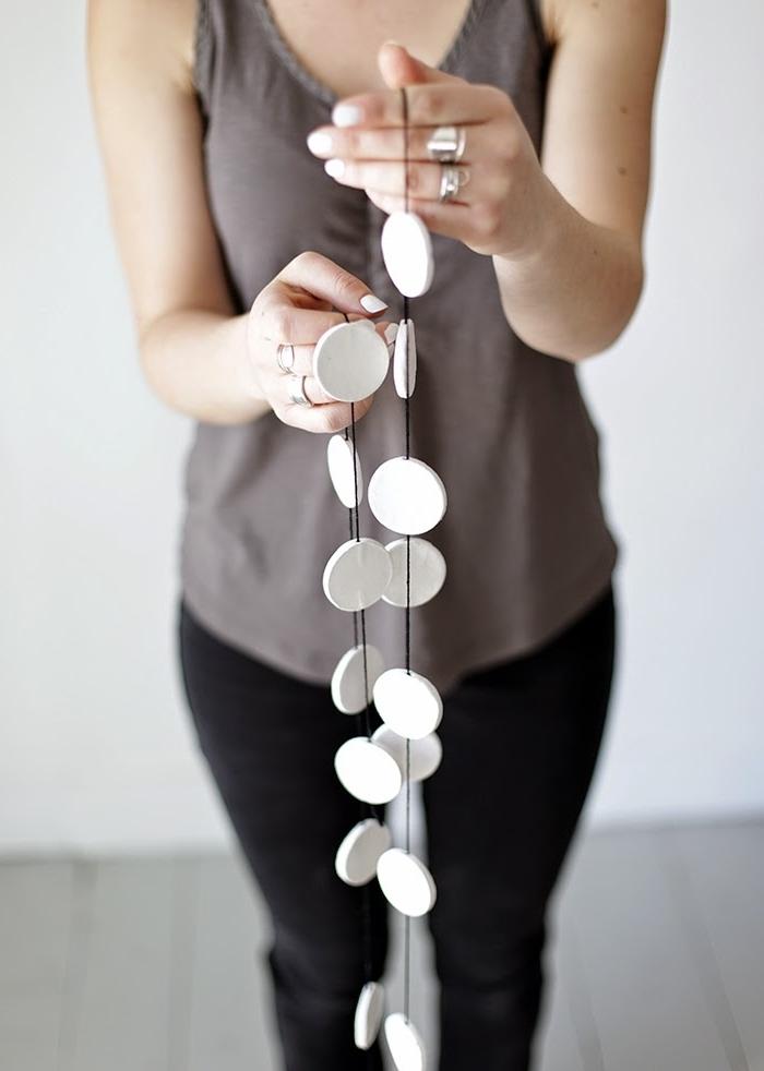 diy guirlande fil noir cercles argile idée cadeau fête des mères à fabriquer bricolage facile ado
