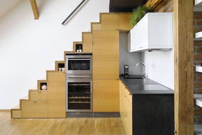 elecromenager inox et placard sous escalier bois cuisine bois et noir minimaliste