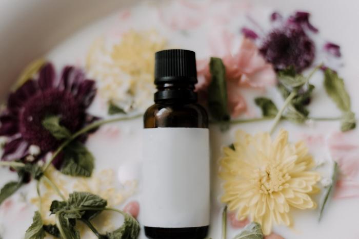 emballage respecteux environnement bouteille verre fleurs cosmétiques éco friendly