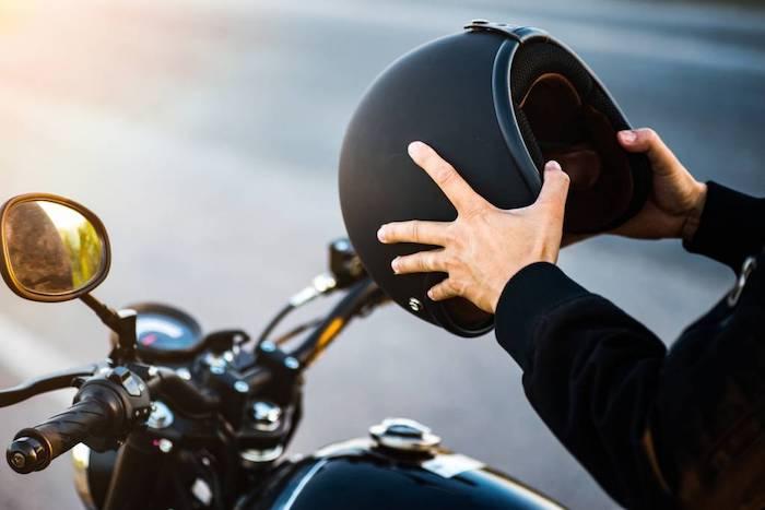 equipement motocyclet couleur noir comment se proteger contre chute