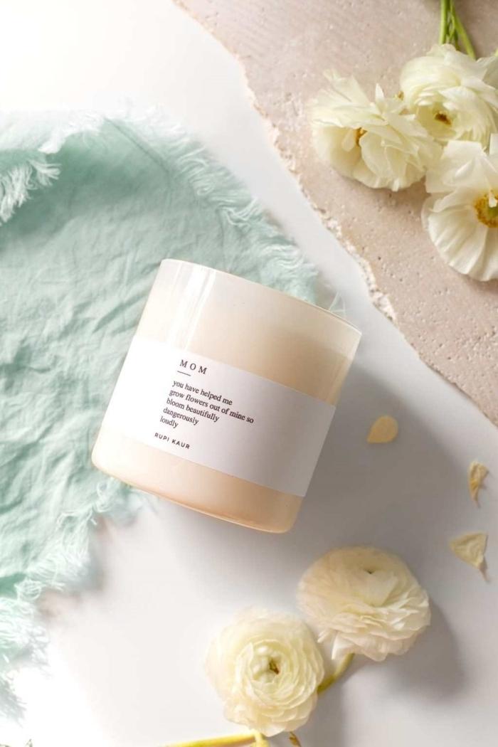 fabrication bougie naturelle cire soya huile essentielle activité fête des mères bouquet roses blanches