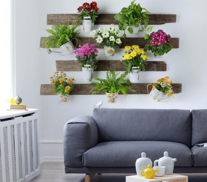 fleur murale canapé gris recyclage bois recup diy rangement planches palettes plante fleurie