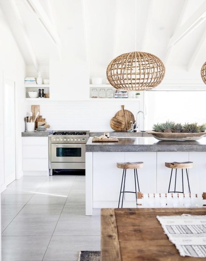 modele de cuisine moderne style boho minimaliste carrelage sol dalles gris clair meubles blancs et bois