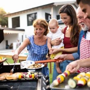 Barbecue : au gaz ou au bois ?
