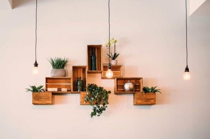 plante murale recyclage cagette bois diy rangement mural ouvert pots de fleurs lampe suspendue