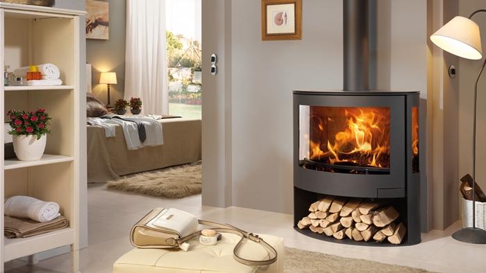 poele a bois aménagement salon meuble de rangement tapis beige lampe sur pied cadre bois meilleurs poêles à bois