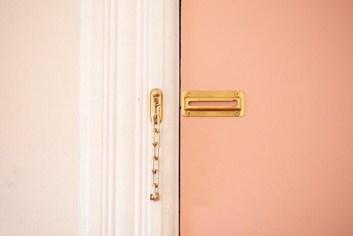 porte d entre couleur saumon rose pale et beige