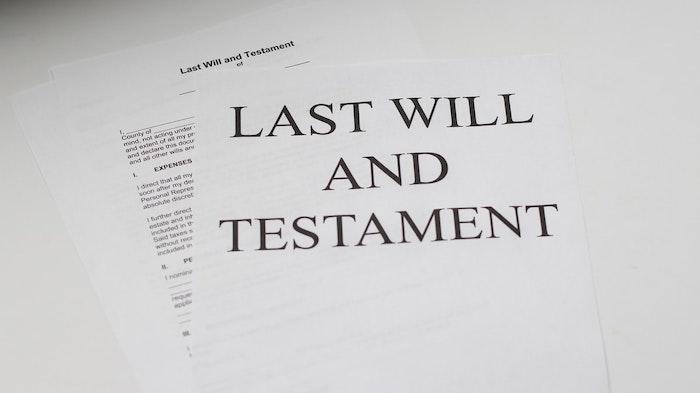 testament documents poses sur le bureau
