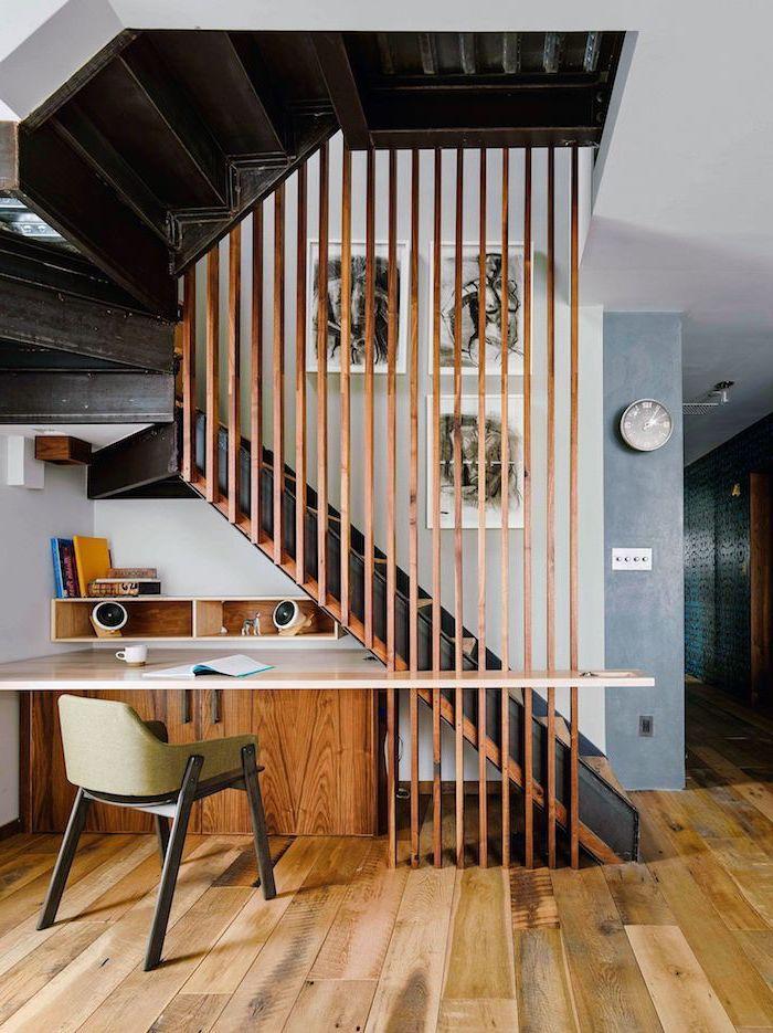 aménagement sous escalier ouvert cloison en bois escalier peint en noir style épuré