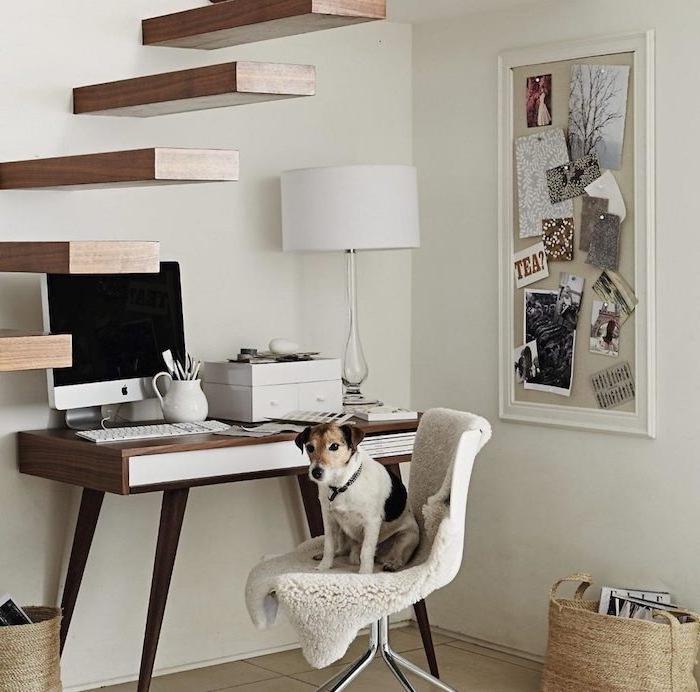 aménagement sous escalier sans contremarche en bois bureau en bois et blanc lampe blanche déco boîte rangement