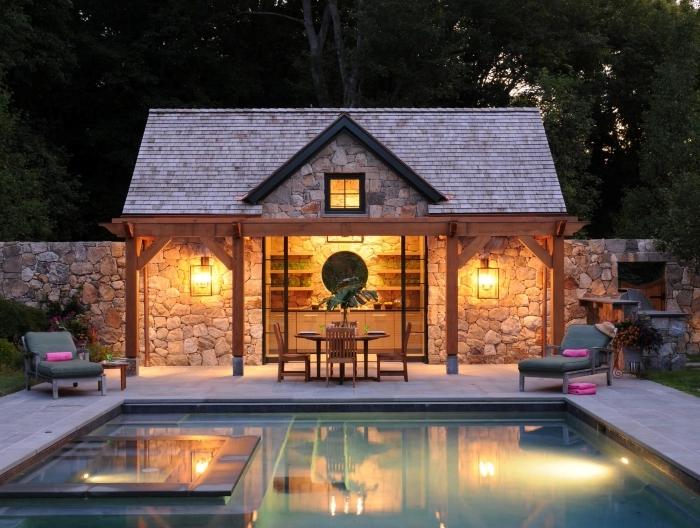 amenagement jardin avec piscine façade pierre décorative rangement étagères murale crédence pierre