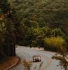 ampoule projecteur principal feu de croisement voiture sun une route e montagne en automne