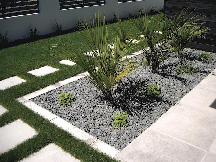 bourdures de jardin originales en carrelage jardin avec gravier gris et plantes vertes