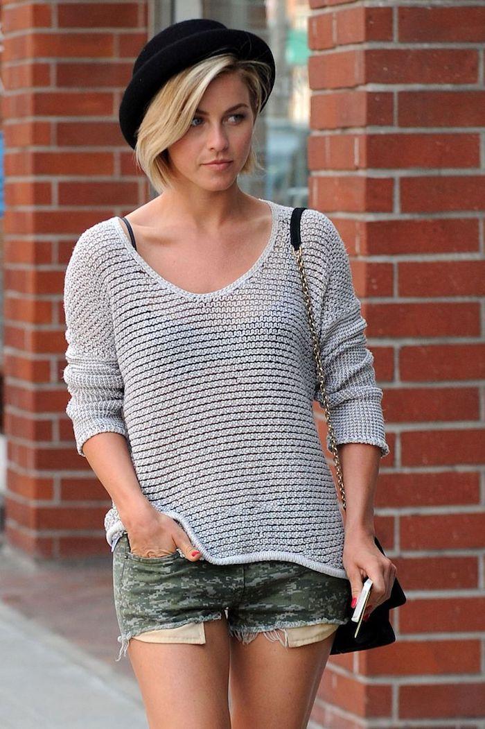 carré plongeant court cheveux fins blonds femme au chapeau à bord pull over gris et jeans court