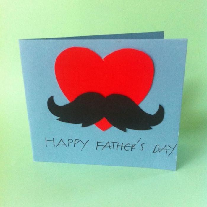 coeur et moustaches sur bout de papier bleu cadeau fete des peres diy a faire soi meme