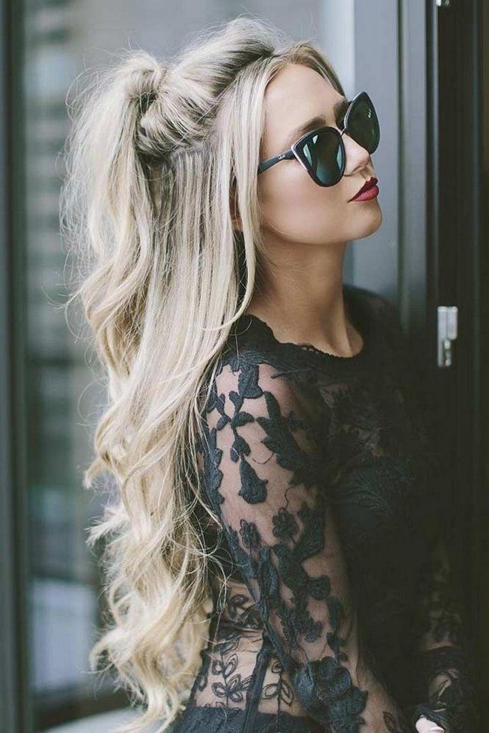 coloration cheveux blond sur chatain demie queue de cheval mèches libres ondulations romantiques