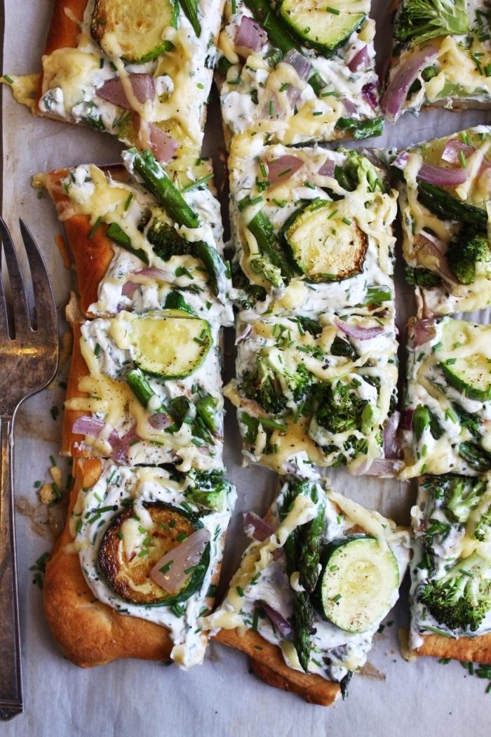 comment faire une quiche facile en forme carrée tarte courgette avec fromage blanc et herbes