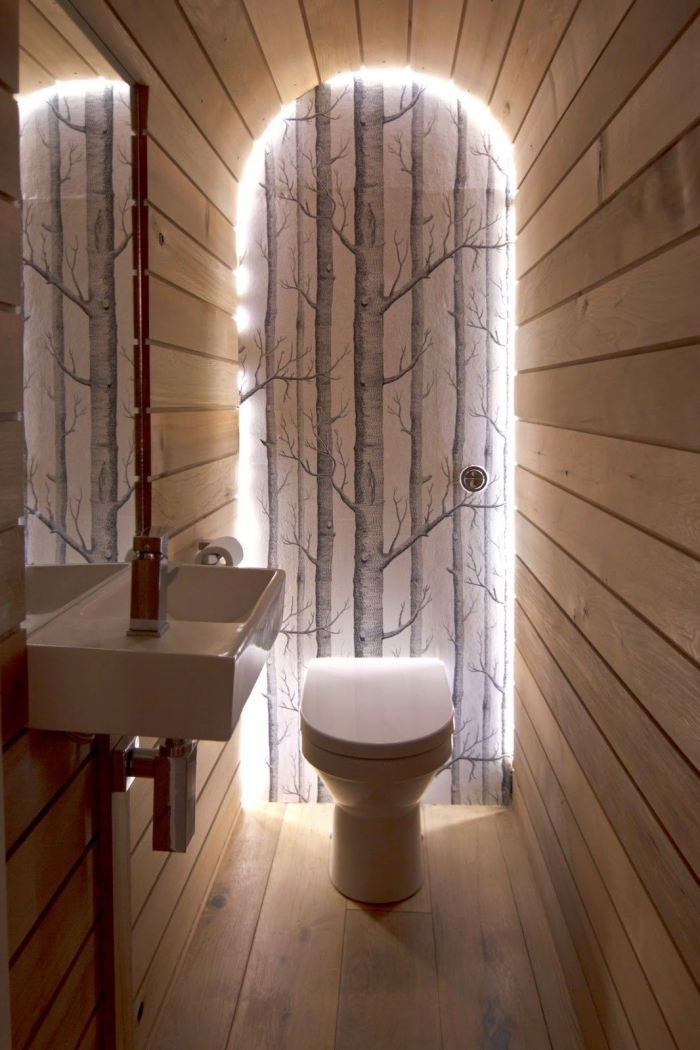 comment transformer ses wc en espace déco papier peint motifs arbre déco forêt porte éclairage