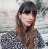 coupe à la française femme cheveux longs avec frange longue cheveux droits lisses