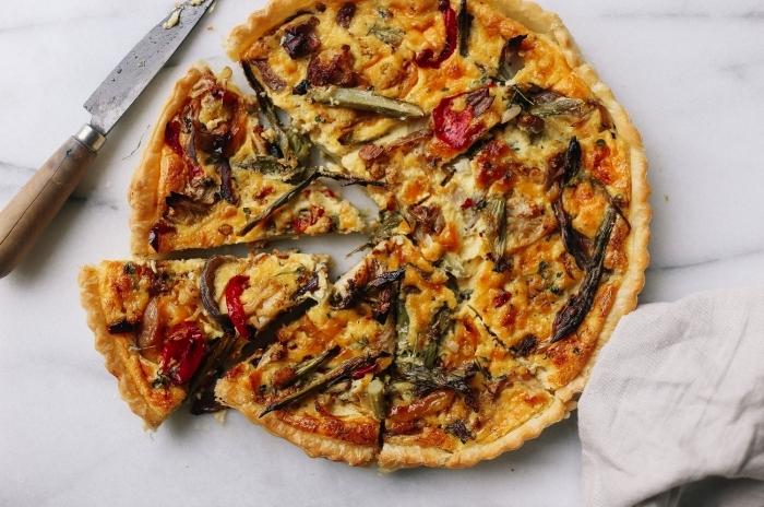 couteau marbre table préparation tarte salée été facile rapide recette quiche maison champignons