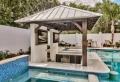 Cuisine d'été avec piscine : nos astuces pour un coin culinaire extérieur au top