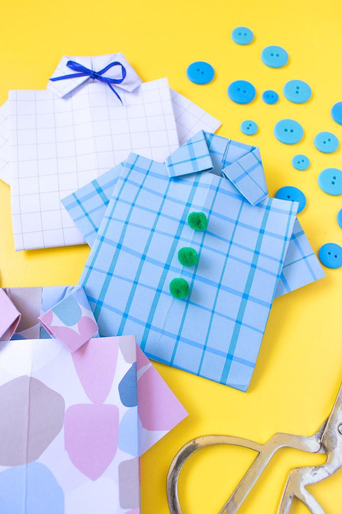 décorér la carte de voeux chemise de pompons et ruban détails colorés