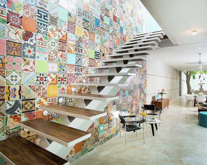 deco cage escalier moderne multicolore marches en bois escalier sans garde corps