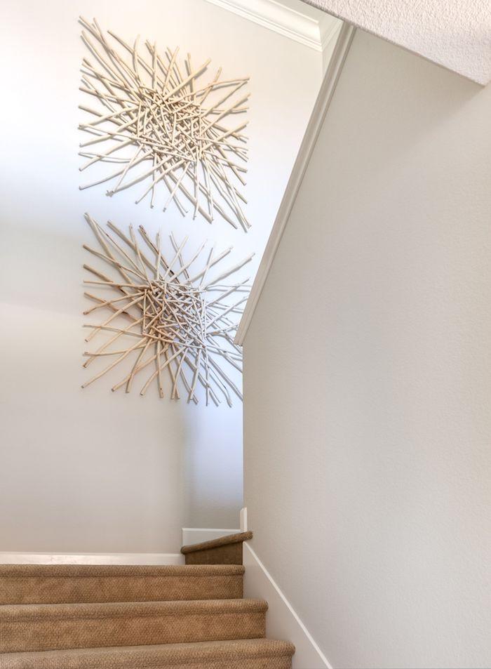 deco cage escalier moderne murs en gris clair objets deco stylé