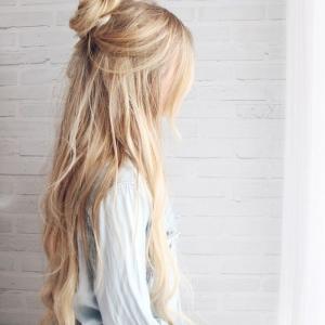 Cheveux très longs façon Raiponce - une tendance qui fait succomber les célébrités