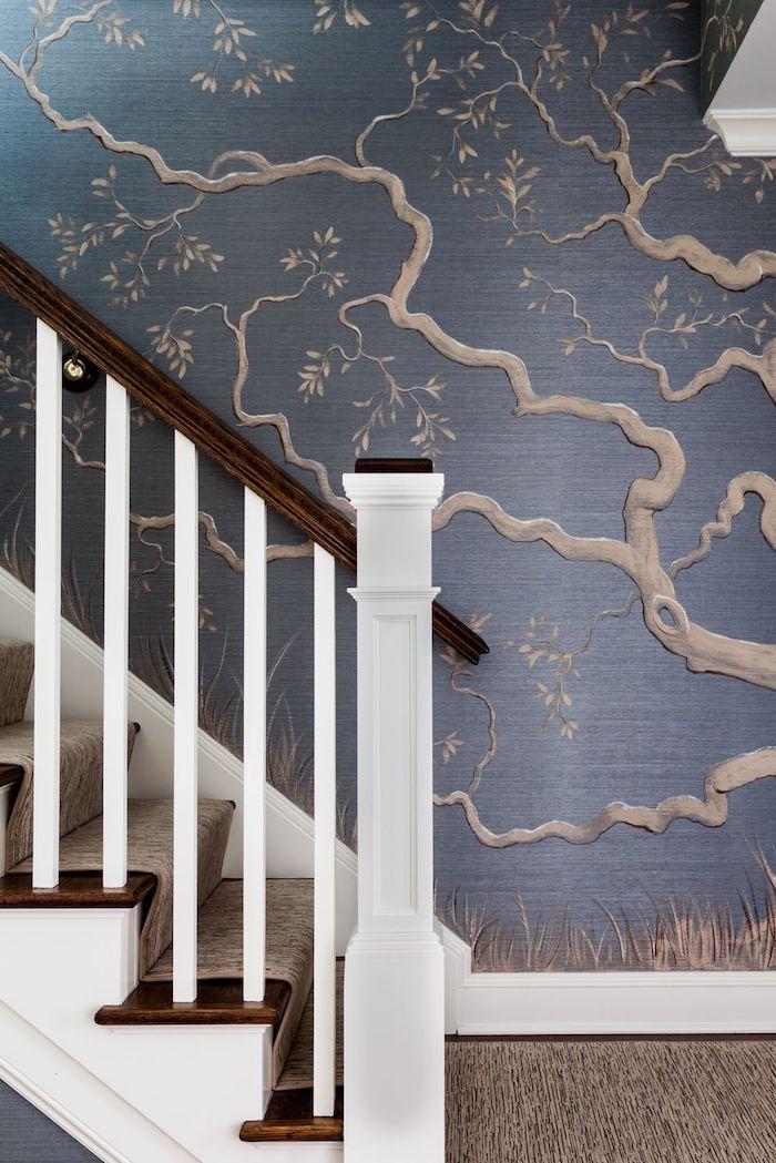 escalier blanc et bois tapis d escalier mur branches d arbre