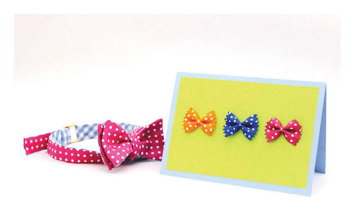 exemple simple épuré de carte fait main pour papa aux pâtes en forme de noeud de papillon sur papier