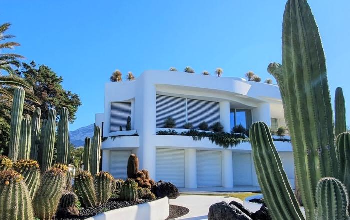 extérieur façade maison blanche isolation thermique habitation avantages perte énergie efficacité