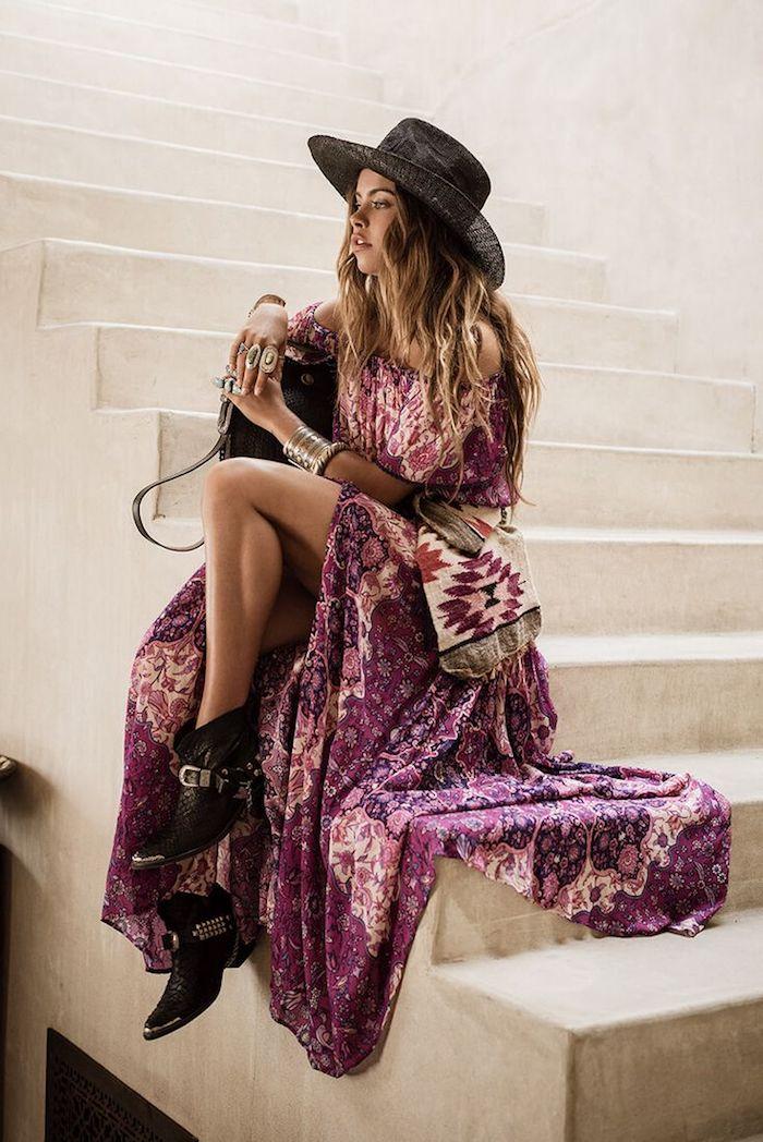 hippie robe bohème chic violette bottine sac à main et chapeau à bord noirs
