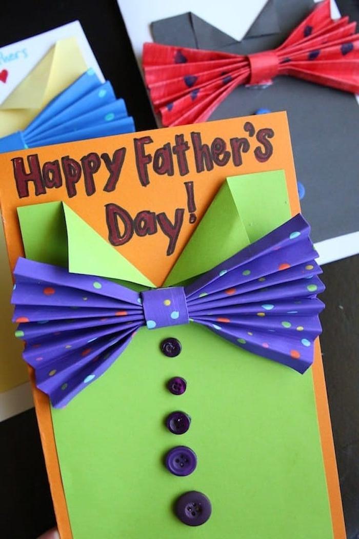 idée cadeau fête des pères à fabriquer facilement noeud de cravat sur bout de papier imitation chemise homme