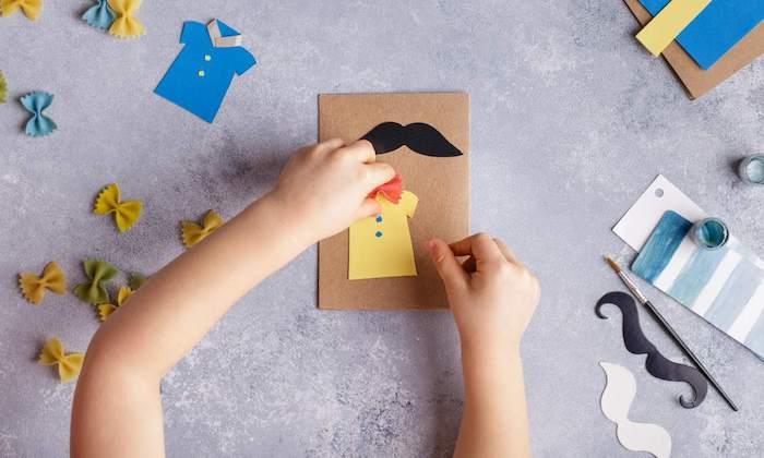 idée chemise de papier avec noeud de papillon pâtes et moustache de papier noir exemple cadeau original fait main