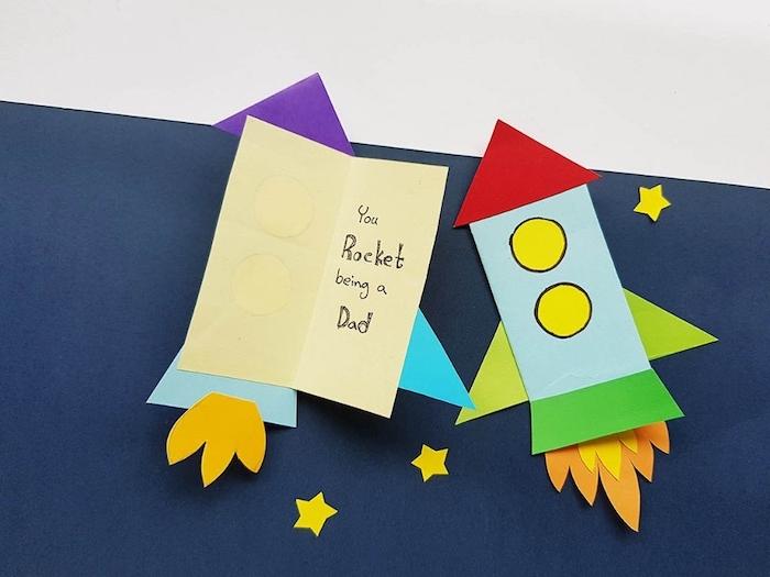 idée fusée en papier de couleurs variées idée cadeau fête des pères fait main