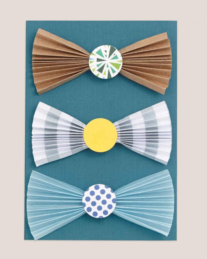 idée noeuds de papillon de papier scrapbooking plié en accordéon avec cercle coloré au milieu