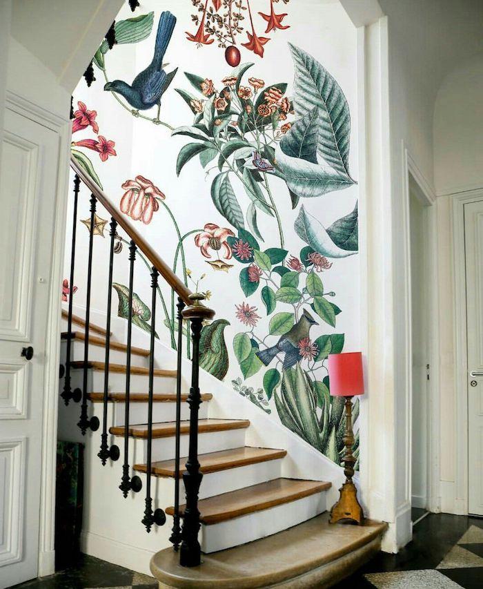 idée peinture escalier oiseaux dans la forêt marches et garde corps en bois contremarches en blanc